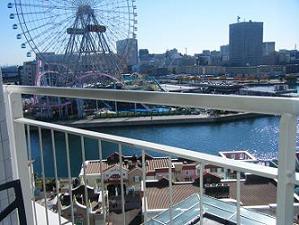 横浜ベイホテル東急のバルコニーからの眺め